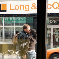 Sidewalk Kiss (Musical Mint) Tags: toronto window kiss kissing couple sidewalk kissinginpublic thecontinuum longmcquades musicalmint