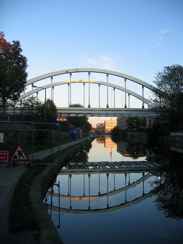 The new ELL bridge spanning the Regents Canal