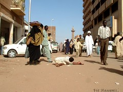 -Khartoum,Sudan- (Vt Hassan) Tags: poverty life africa street city people man men cars car image minaret sudan capital poor documentary mosque juxtaposition khartoum centrum mosques provocative