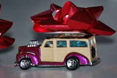 Ford Panel Wagon with X-Mas Bow (guywholovesaford) Tags: hot wheel d50 wagon miniature nikon panel