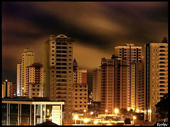 Night shot (Rostev) Tags: brasil geotagged nightshot saopaulo casio exz750 noturna casioexilim saojosedoscampos predio z750 fisp rostev duetos rodrigoteofilo 1a10brasil cmeradeourobrasil geo:lat=23216629 geo:lon=45908754