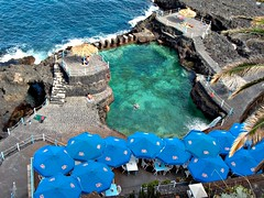 La Palma (eagle-ffm) Tags: blue sea vacation pool umbrella island meer kanaren urlaub insel blau lapalma canaryislands spanien schirm becken