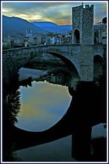 Besal (Payuta Louro) Tags: blue rio river photo reflex girona cielo reflejo kdd louro quedada garrotxa castell riu besal flickrs durnessvan sisapo 50club lluisr ltytr2 ltytr1
