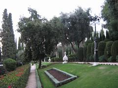 "monument gardens • <a style=""font-size:0.8em;"" href=""http://www.flickr.com/photos/70272381@N00/301605898/"" target=""_blank"">View on Flickr</a>"