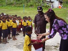 SD YPK Maryendi (solidaritas KEBERSAMAAN) Tags: school indonesia education foundation help papua sekolah yayasan biak solidaritas seragam kebersamaan bantuanpendidikan gelangmerah tunascendekia