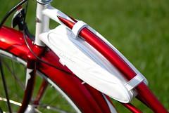 Electra Frame and bag (javame) Tags: red white bike bicycle nikon d200 cruiser electra 3speed twowheels candyapplered nikond200 electrabike 2006model redwhitered electrabicycle cruiserdeluxe ladiesbike ladiesbicycle