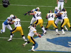 Ben Roethlisberger Passing (rianklong) Tags: geotagged football pittsburgh sandiego qualcomm stadium nfl 2006 steelers chargers canons3