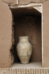 Vase in the front entryway of Historical Home of Alamian (kfravon) Tags: iran kashan