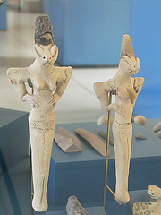 A comparison of venus of willendorf and cycladic figures