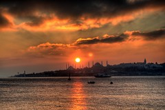 Sunset over Sultanahmet (Ozan) Tags: sunset sky cloud sun canon turkey trkiye efs1855mm himmel wolke turquie trkei stanbul sonne canoneos350d eos350d digitalrebelxt turqua bulut gkyz gne turkki ozan     ozandanman