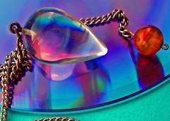 mijn pendel (don't know the name in english) (Janny Brocken) Tags: color colors topv111 explore topf10 topv150 janny christal pendel sonydscw15 abigfave jannybrocken