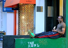 IMG_7553 (artcphoto) Tags: street city nyc urban newyork manhattan soho lounging westbroadway 1on1peoplephotooftheday 1on1peoplephotoofthedayjune2007