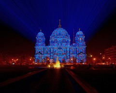 berliner dom @ festival of lights (extranoise) Tags: light berlin night germany cathedral dom 2006 festivaloflight festivaloflights berlinerdom berlincathedral oberpfarrunddomkirchezuberlin festivaloflights2006