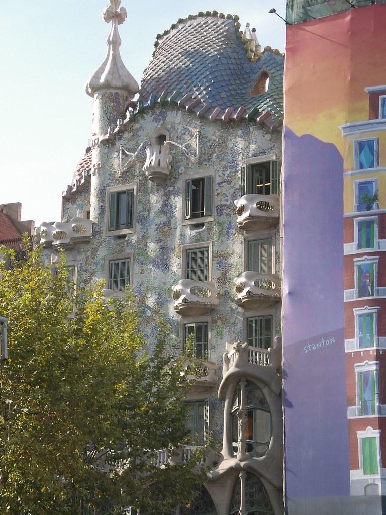 Casa Batllň by Gaudi