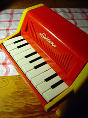Goldon toy piano (60's) (Sameli) Tags: old red music yellow toy toys piano plastic musical instrument pianos instruments 60 1960 goldon