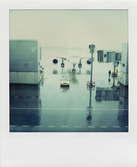 de juguete (fliegender) Tags: madrid rain airplane polaroid sx70 airport spain pola timezero barajas jdf followme