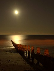 Darkness falls (~Glen B~) Tags: uk england moon art beach night wow nikon d70 nikond70 cleveland northsea moonlight tamron groyne teesside 28300mm redcar groynes tamron28300mm satelliteportfolio
