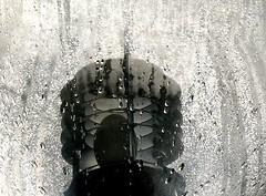 No-b/w (:Linda:) Tags: glass lamp germany outside lampe town curvy drop thuringia droplet inside englishgarden wassertropfen tropfen rhön meiningen bicolored tröpfchen rhoen nobw madeofglass glasgegenstand vonausennachinnen