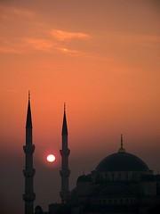 Blue Mosque (H e r m e s) Tags: sun sunrise turkey dom istanbul bluemosque minarets instantfave