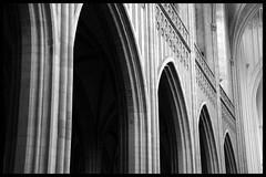 Bogen (Dit is Suzanne) Tags: blackandwhite architecture belgium zwartwit belgi antwerp canondigitalrebel antwerpen architectuur 19032005  onzelievevrouwekathedraal  views100   ditissuzanne