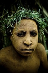 Papua New Guinea kid (Eric Lafforgue) Tags: pictures people photo highlands pacific picture tribal papou  tribe papuanewguinea ethnic tribo indigenous singsing papu ethnology tribu oceania   niugini 4647 papuaneuguinea lafforgue papuanuovaguinea  guin papuan papouasie papouasienouvelleguine mthagen mounthagen mounthagenshow melanesian papoeanieuwguinea papanuevaguine papuanyaguinea    papanuevaguinea   paapuauusguinea papuanovaguin papuanovguinea   papuanowagwinea papuanyguinea    papusianova bienvenuedansmatribu