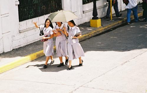 female student walking, sidewalk city manila  Buhay Pinoy Philippines Filipino Pilipino  people pictures photos life Philippinen