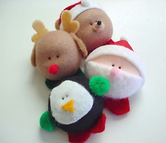 .:  X-mas  Brooches-Magnets  :. (Warm 'n Fuzzy) Tags: bear xmas cute reindeer penguin kawaii santaclaus warmnfuzzy warmnfuzzynet broochmagnet crafthoiday