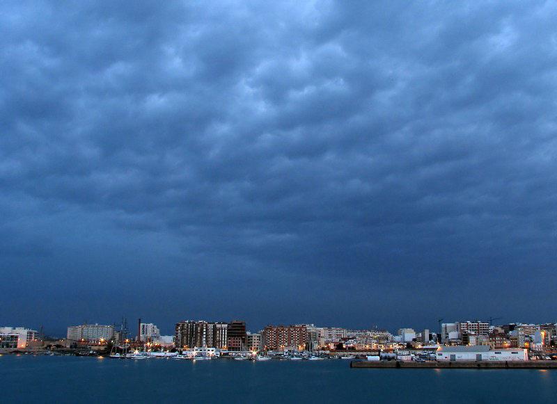 Amanecer tormentoso