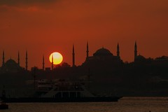 Sunset over Sultanahmet (Ozan) Tags: sunset sky sun turkey interestingness sonnenuntergang trkiye himmel explore turquie trkei stanbul sonne sultanahmet turqua gkyz gnbatm gne turkki  sigma70300mm    abigfave  turchiatrkiye