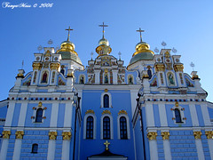 Magnificent Baroque (Tanya Mass) Tags: architecture europe cathedral ukraine exploreinterestingness baroque kiev sights the orthodoxchurch    11century stmichaelsgoldendomedcathedral pritzkerarchitectureprizeonflickr brpblue  michaylovskiycathedral
