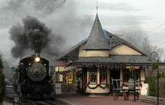 New Hope/Ivyland Railroad Station (plecojan) Tags: christmas railroad usa holiday train pennsylvania railway pa trainstation newhope coolest steamengine bigmomma cotcmostfavorited p1f1 5for2 scoremefast wowiekazowie wwrusa msh0508 photofaceoffwinner photofaceoffplatinum pfogold cpc2007hm msh050814