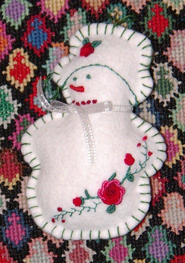 felt snow man done, style:<span class=