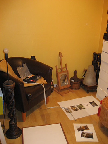 EFIT 20:30 - the guestroom, recently re-painted and currently the place for an art project (hence the stuff on the floor)