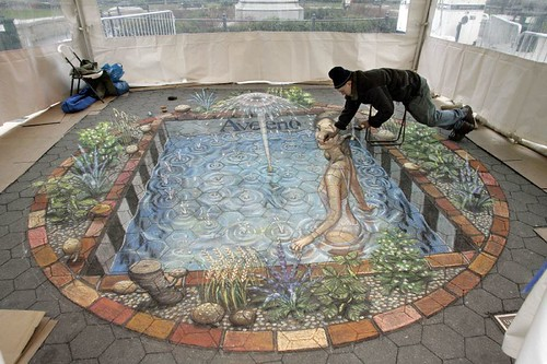 Julian Beever doing a pavement Drawing for Aveeno in Union Square, New York