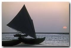Na praia da Raposa (Z Lobato) Tags: sunset sailboat boat scene paisagem predigital riograndedonorte praiadaraposa zrobertolobato zlobato traditionalwoodenboats