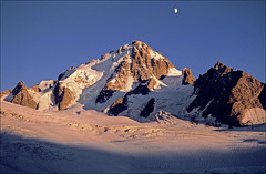 sunset on Aiguille du Chardonnet (Ron Layters) Tags: sunset moon mountain snow france mountains alps nature geotagged interestingness slide explore transparency agfa chamonix rescanned argentiere hautesavoie ctprecisa agfachrome mountainsalps elevation35004000m flickrfly aiguilleduchardonnet montblancmassif ronlayters slidefilmthenscanned glacierdutour refugealbertpremier massifdumontblanc forbesarete geo:lat=459917 geo:lon=699194 summitaiguilleduchardonnet highestpositioninexplore129onsundayjuly82007 altitude3822m