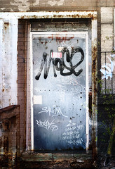 DO1 (-Antoine-) Tags: door canada abandoned photoshop graffiti ruins montral quebec montreal bricks ruine abandon qubec layers porte abandonned briques ruines commandite abandonn 40doors adsscam antoinerouleau