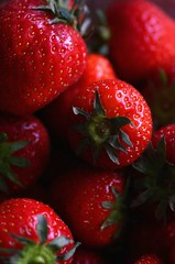 desert (NaSiUdUk) Tags: red favorite color macro colors beautiful fruit digital canon wow photo strawberry 300d foto great picture pic jp fav rood kleur aardbei afbeelding nasiuduk