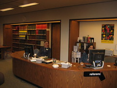 Reference Desk with Librarians (highlinelibrary) Tags: library biblioteca librarian highline firstfloor hcc informationcommons highlinelibrary maktabad hcclibrary ll100
