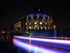 Passing the Museum (Berlin) (M Kuhn) Tags: berlin night 1025fav topv333 ship nacht topv topv777 525fav top20night schiff festivaloflights bodemuseum langzeitbelichtung longtimeexposure top2020 festivaloflights2006