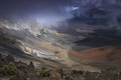 Haleakala Crater from the Vistors Center Overlook (Chad Podoski) Tags: mist clouds volcano hawaii lava bravo maui haleakala crater magicdonkey specland specnature excellentscenic