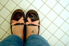 girlz rule (JKnig) Tags: pink blue brown silly feet girl tattoo self bathroom 50mm shoes target therapy smooch winkwink whoami iwouldntwantitanyotherway sotheresthat notbathroomtherapy imeanthebathroomatmytherapistsoffice everytimeipostapicofmyfeetiamremindedofcharlotteslineinlostintranslation wheresheisonthebedwithbillmurrayandtheyarejusttalkingconnectingbeing andshesayssomethingabouthavinggonethroughasillyphotographyphase takingpicturesofherfeet andbillmurraytellsherthathesnotworriedabouther thatmoviebtwisjustasimportanttomeasamelie onaveryviscerallevel itssucharealdepictionofunexpectedconnectionsbetweenpeople ithinkshitlikethathappensallthetimeinreallife andthoitsscary plusbillmurrayishaaawwwwwt ijustrealizedthatthejuxtapositionofthisimagewiththepinkflowerfullynegatesmypointhere ohchristwhathaveidone getmesomeconcreteandchromestat jkisagirliegurl pinkoxfordshirtsonwomenarehot butnotallofithehheh thesmoochisfromafavpalomine butyoucanhaveonetoo