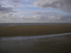 Three men in the distance (_Lady Jane) Tags: crosby antonygormley anotherplace