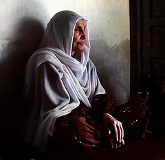 still (janchan) Tags: old portrait people woman afghanistan lady donna women bravo asia veil retrato ngc documentary donne mujeres ritratto velo reportage jaghuri bellissima ghazni saarc gtaggroup fivestarsgallery thetaleofaurezu whitetaraproductions