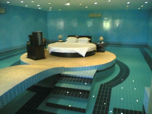 غرفة نوم في المسبح   منتديات شبكة خورة العربية