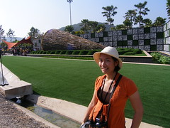 TOEY with BG (-vodka-) Tags: trip plants garden thailand expo belgium olympus c7070 chiangmai geometrical toey 2549    royalfloraexpo