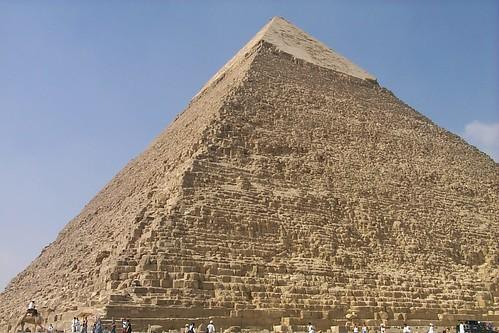 פירמידת חאפרו עם כיסוי אבן הגיר הלבנה, אחד מפלאי תבל
