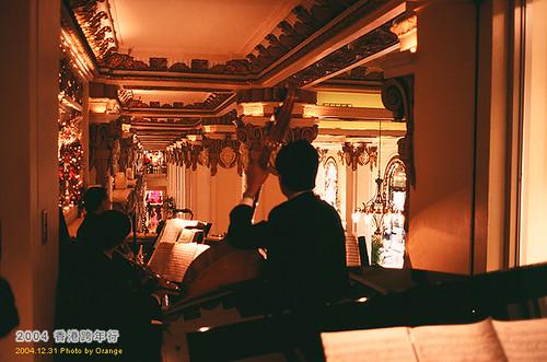 在半島酒店享受英式下午茶,還有樂團伴奏歐