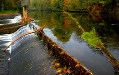 Barrage at Vaihingen (aremac) Tags: autumn fall water germany deutschland vaihingen barrage enz