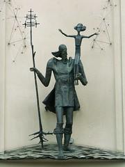 Vilnius - v. Kristoforas (jaime.silva) Tags: sculpture skulptur escultura lithuania vilnius szobor scultura august2006 skulptura konicaminoltaz3 ezba szobrszat lietuvosrespublika sochrstvo rzebiarstwo